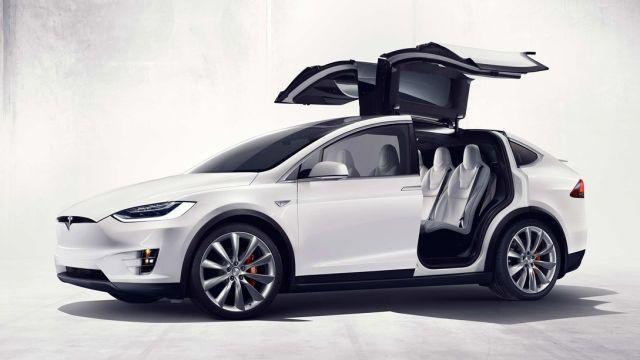 Tesla model X memiliki desain keren, mesin kuat.