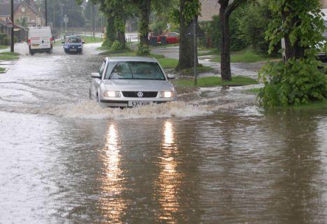 Mobil Terkena Banjir, Apa Yang Harus Lakukan?
