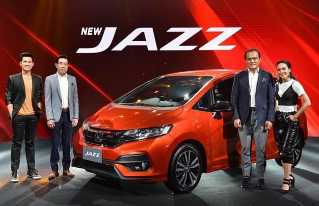 Honda Jazz berwarna orange dalam acara meluncur di Thailand