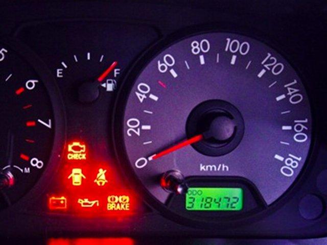 Gambar sebuah odometer mobil