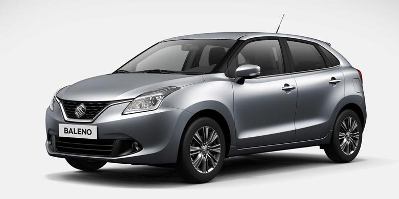 Suzuki Baleno berbentuk hatchback dengan warna silver