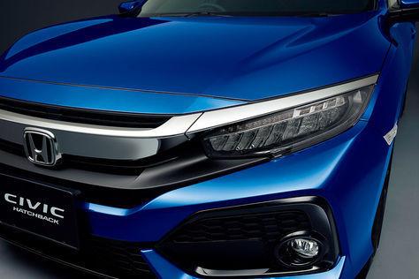 Sebuah Honda Civic Berbentuk Hatchback, berwarna biru