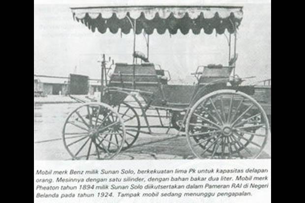 Gambar Mobil merk Benz milik Sunan Solo di  surat kabar