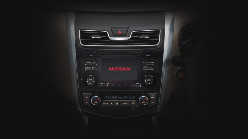 Head Unit Intelegent 3D Display dilengkapi mobil Nissan Teana 2017