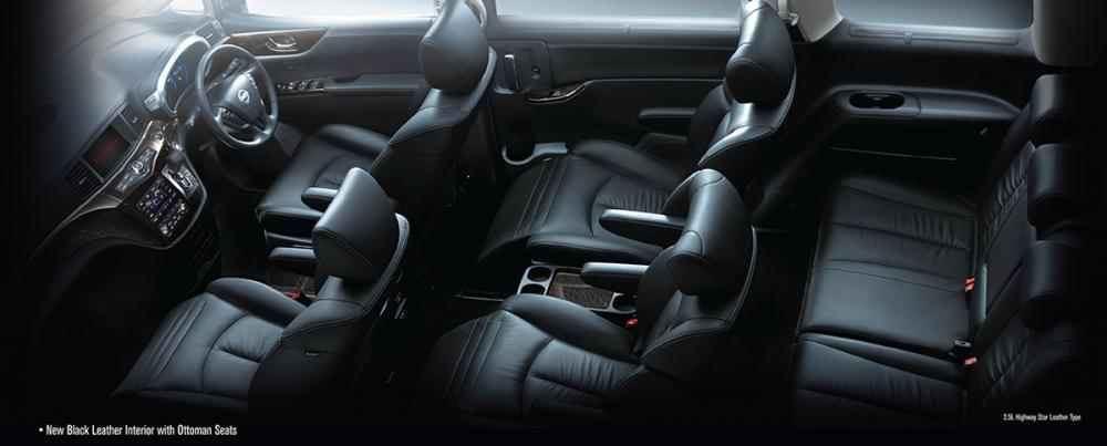 Bagian dalam mobil Nissan New Elgrand 2017 tanpa atap, dengan 7 tempat duduk berwarna hitam