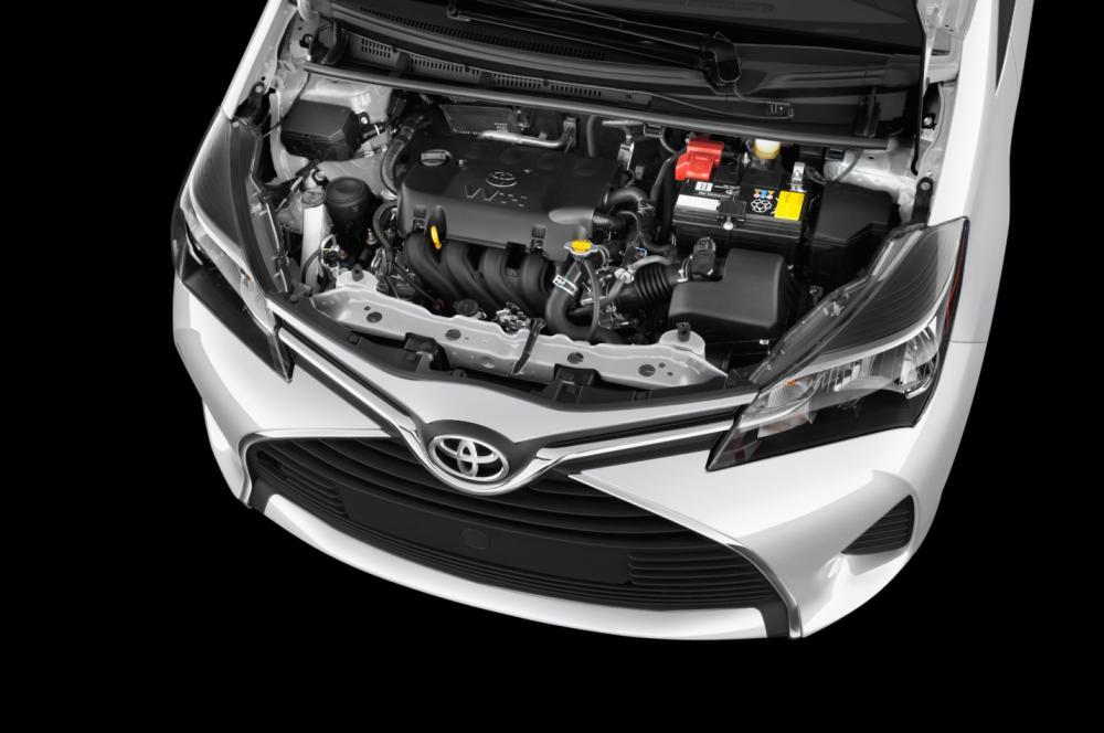 gambar bagian mesin mobil Toyota Yaris 2017 berwarna putih