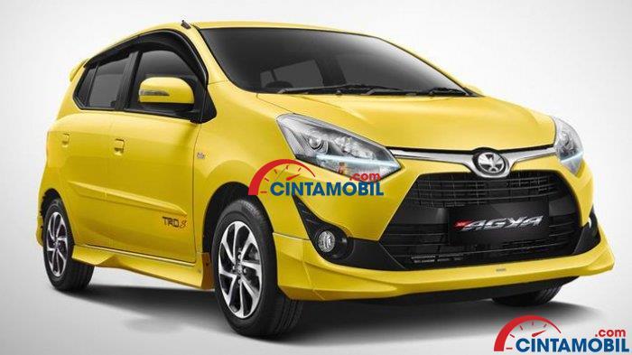 Toyota Agya berwarna kuning