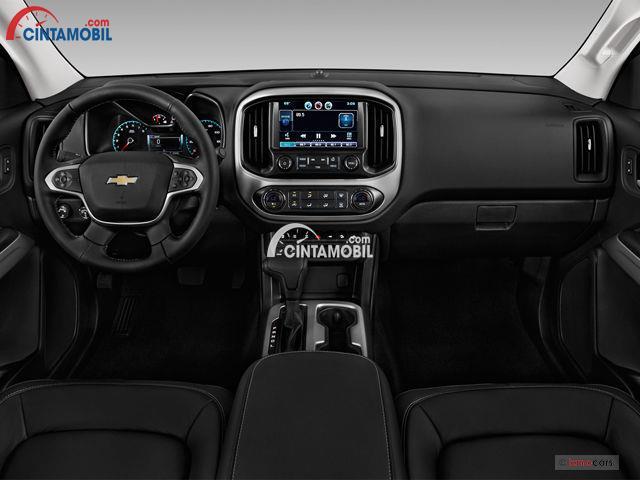 Gambar bagian dashboard mobil Chevrolet Colorado 2017 dengan kulit berwarna hitam