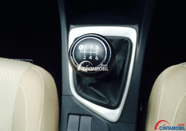 gambar transmisi manual dalam sebuah kendaraan