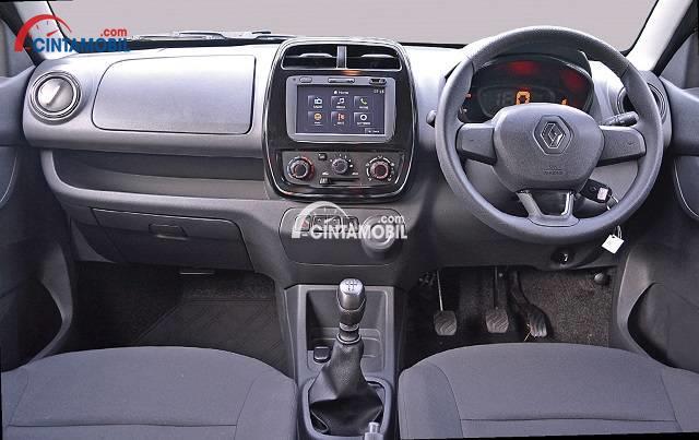 Gambar bagian dashboard mobil Renault Kwid 2017 berkulit hitam