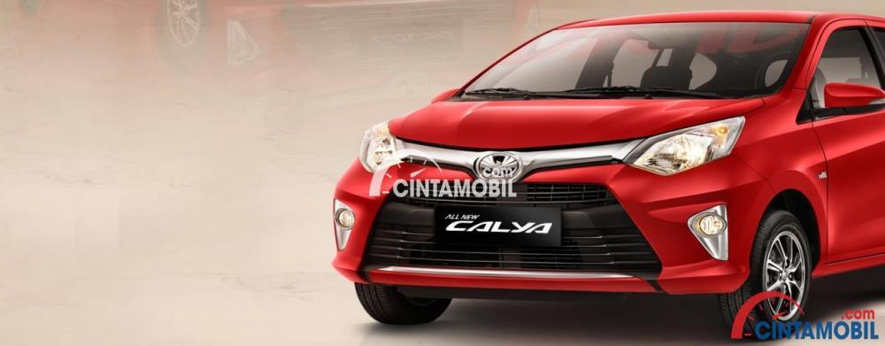 Gambar bagian depan mobil Toyota Calya berwarna merah