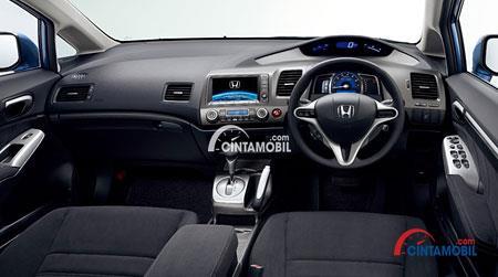 Gambar bagian dashboard mobil Honda Civic 2008 berwarna hitam