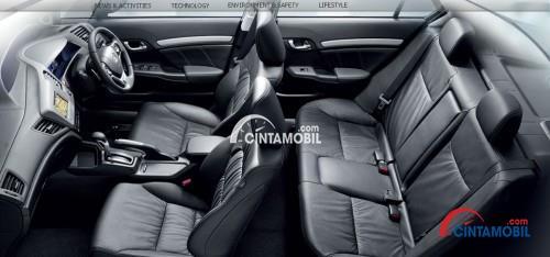 Gambar bagian kursi mobil Honda Civic 2010 dengan jok berwarna abu-abu