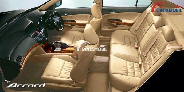 Gambar kursi mobil Honda Accord 2008 dengan warna utama yaitu cream