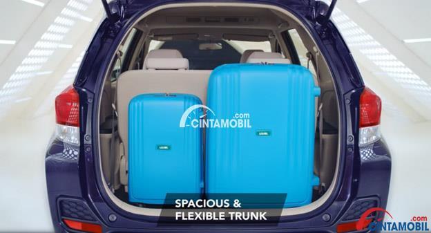 Gambar ruang bagasi mobil Honda Mobilio mudah dilihat bahwa mobil ini memiliki ruang bagasi yang luas sekali