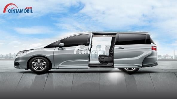 Gambar mobil Honda Odyssey 2017 dengan fitur Power Sliding Door