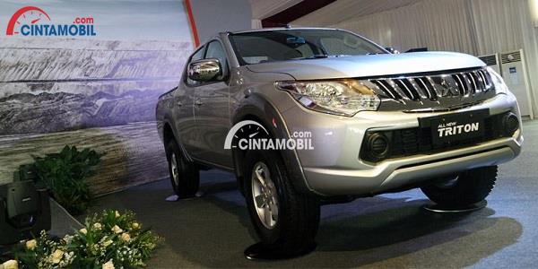 SUV Mitsubishi All New Triton yang sedang dipajang pada sebuah pameran mobil