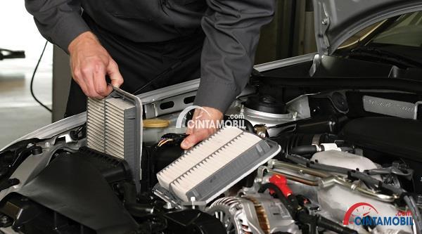 saringan udara berbentuk kotak yang ada pada bagian dalam mobil