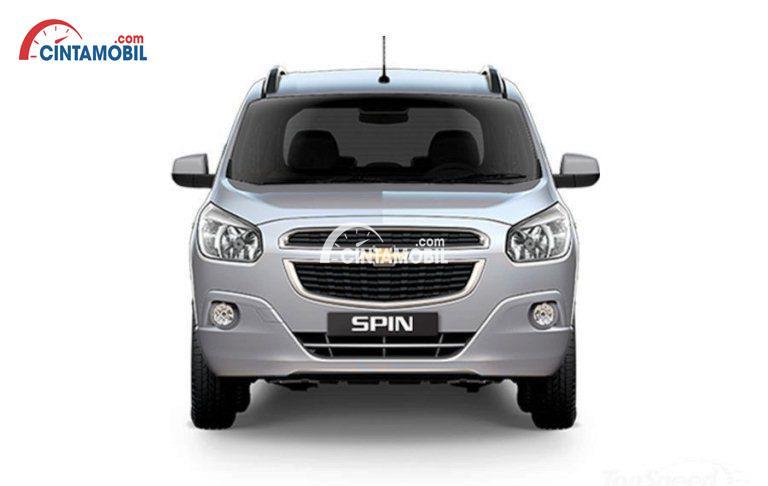 Tampilan bagian depan mobil Chevrolet Spin 2013 berwarna silver