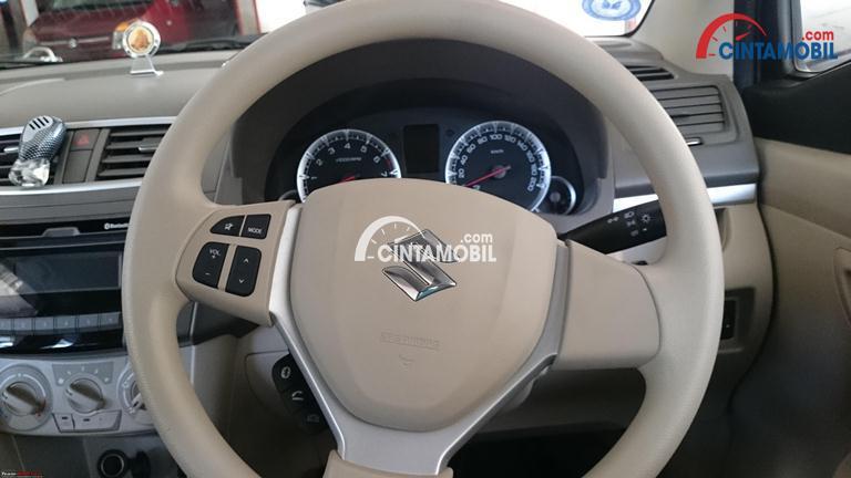 Gambar steering mobil Suzuki Ertiga 2017 berwarna kream