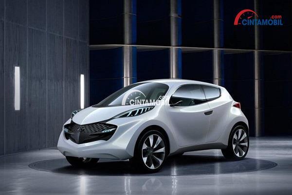 Mobil Hyundai Sorento berwarna putih yang sedang dipajang di pameran