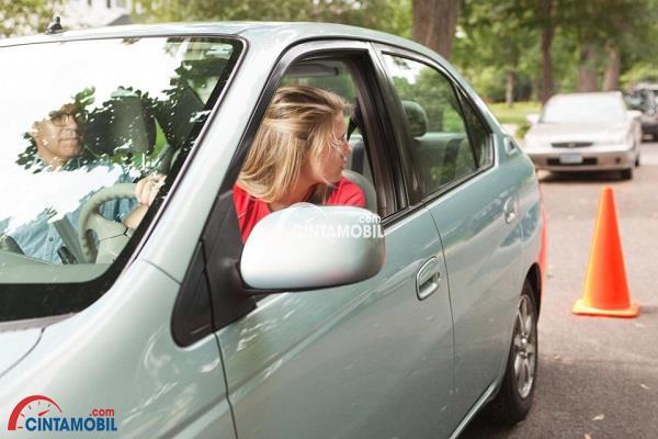Parkir Paralel: Momok Menakutkan bagi Sebagian Besar Pengemudi