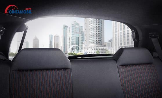 Gambar menunjukkan kemampuan Visibilitas mobil Honda Brio 2017 dengan visibilitas yang luas