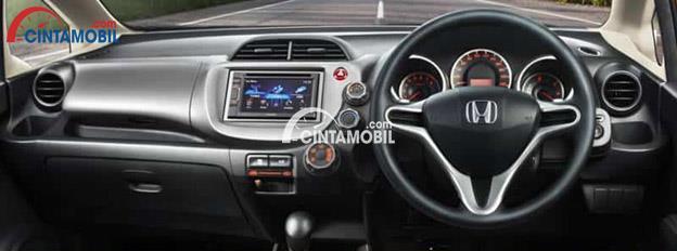 Gambar bagian Dashboard mobil Honda Jazz 2012