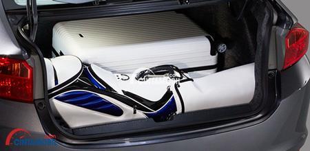 gambar ruang bagasi mobil Honda City 2018 dengan baberapa barang di dalamnya