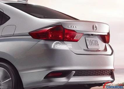 Tampilan bagain belakang mobil Honda CIty 2018 berwarna abu-abu