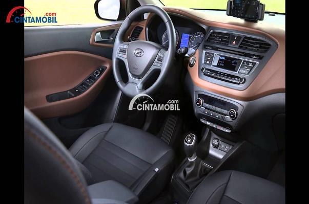 gambar dashboard dan setir Hyundai i20 2017 dengan warna utama yaitu abu-abu dan coklat tua