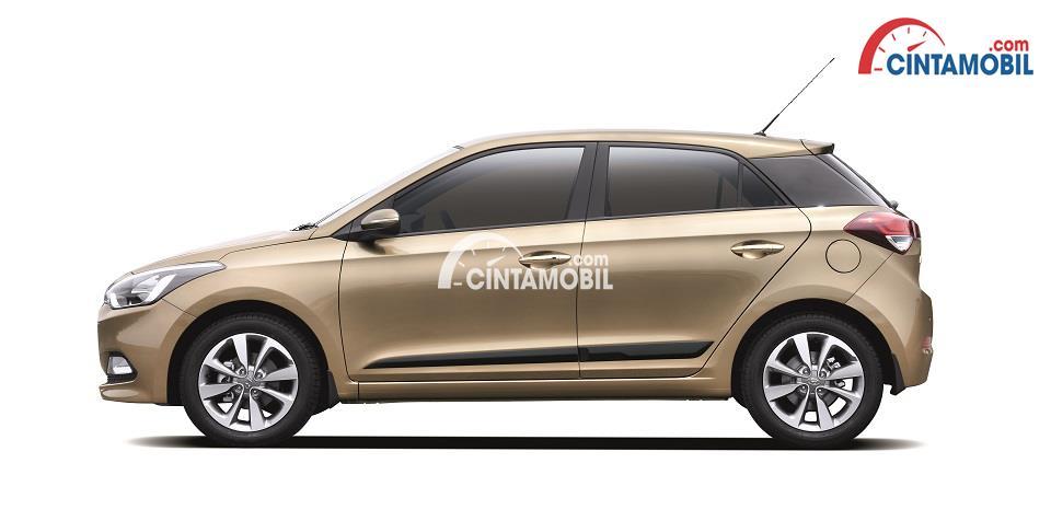 gambar Hyundai i20 berwarna coklat dilihat dari samping