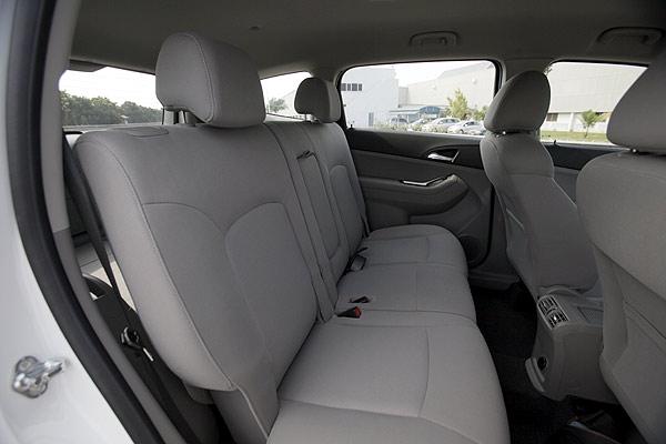 Gambar bagian kursi belakang mobil Chevrolet Orlando 2012