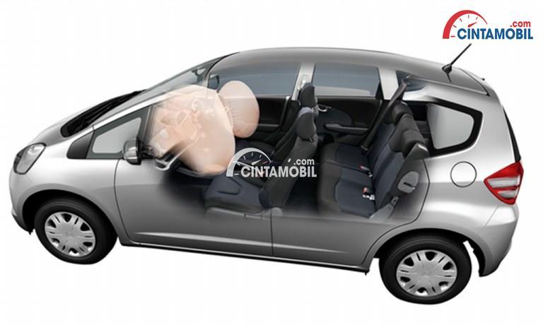Gambar mennunjukkan fitru airbags di mobil Honda Jazz 2013