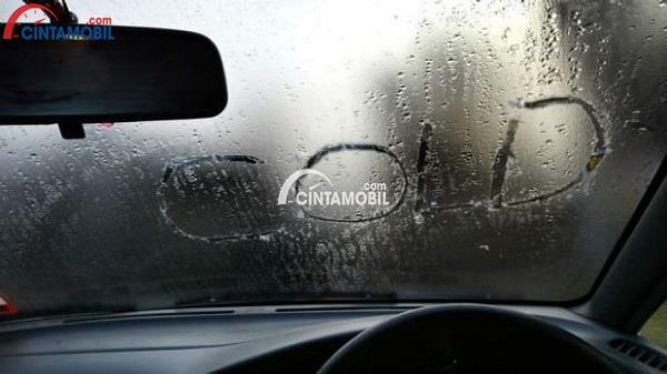 Tips Dasar Untuk Mengurangi Kaca Mobil Berkabut Ketika Musim Hujan