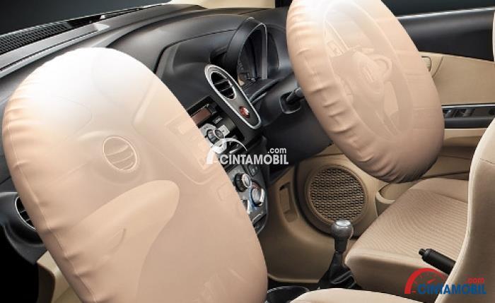 Gambar fitur airbag di bagian kursi depan mobil Honda Mobilio 2015