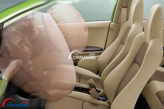 gambar fitur airbag di bagian kursi depan mobil Honda Brio 2015