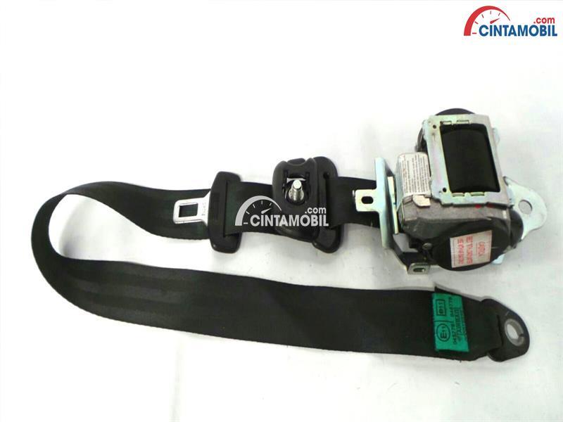 gambar seat belt mobil Hyundai i10 2010