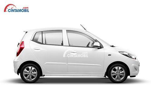 gambar bagian samping Hyundai i10 tahun 2010 berwarna putih