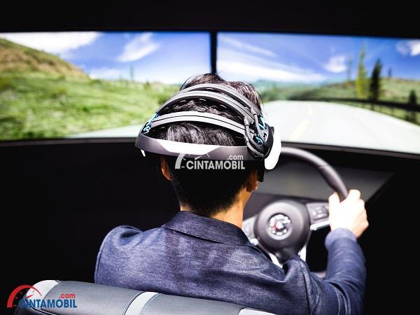 Nissan Sedang Mengembangkan 'Topi' Pembaca Pikiran Pengemudi