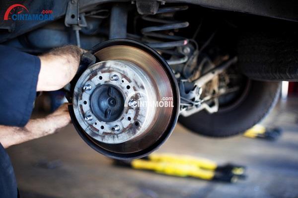 6 Indikasi untuk Mempertimbangkan Mengganti Bantalan Rem Mobil