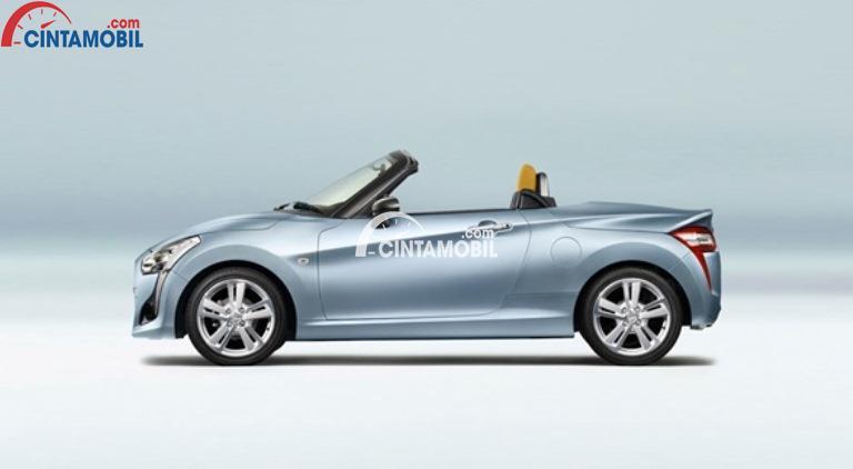 Gambar mobil Daihatsu Copen 2014 berwarna biru muda dilihat dari sisi samping