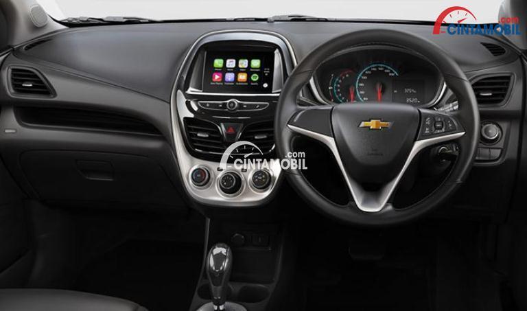 Gambar bagian dashboard mobil Chevrolet Spark 2017 dan bagian ini sudah dilengkapi panel multimedia untuk menunjang perjalanan