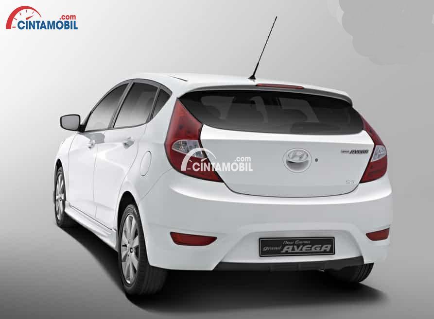 gambar bagian belakang Hyundai Avega 2013 berwarna putih