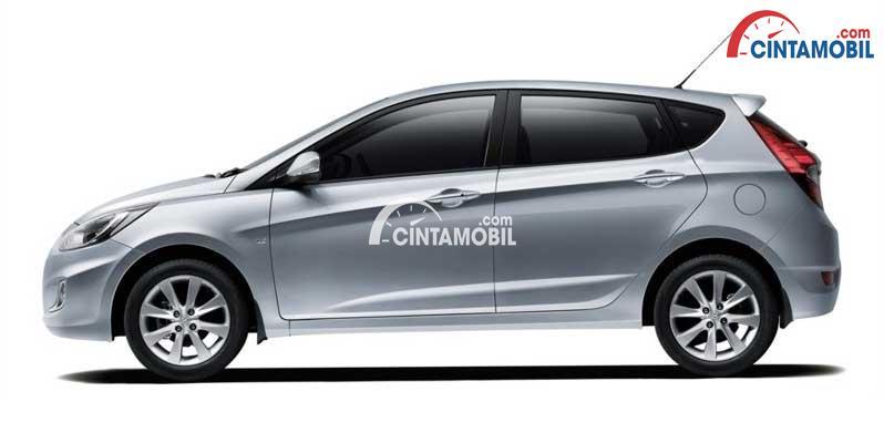 gambar bagian samping Hyundai Grand Avega 2013 berwarna silver