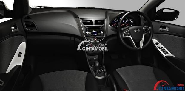 gambar dashboard dan setir Hyundai Grand Avega 2013 ditutupi dengan warna hitam