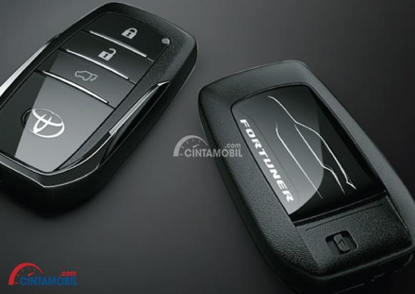 Gambar  menunjukkan fitur smart key mobil Toyota Fortuner