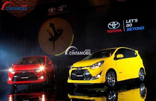 Mobil LCGC Toyota Agya yang sedang dipresentasikan pada pameran mobil