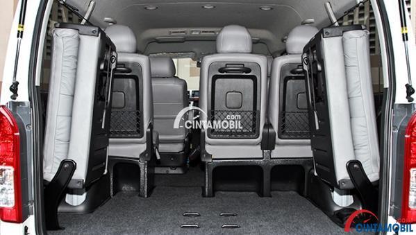 gambar bagasi Toyota Hiace 2017