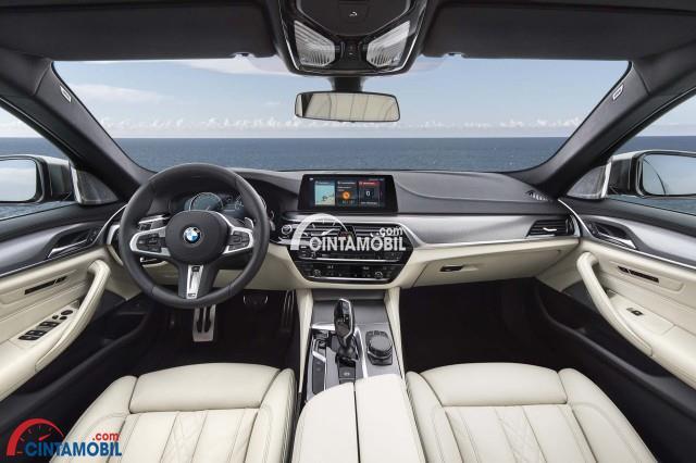 Desain interior BMW Seri 5 yang lebih elegan dengan dashboard yang menawan